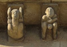 Hombre y mujer exhibicionistas que podemos ver en los canecillos de la iglesia de Cervatos, (Cantabria), siglo XII