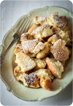 "Kaiserschmarrn - Kaiserschmarrn J& ça …. "" Kaiserschmarrn J& ça …. Breakfast Dessert, Breakfast Recipes, Dessert Recipes, Baking Desserts, Dessert Food, Fudge Caramel, Austrian Recipes, Austrian Food, Gateaux Cake"
