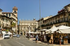 Piazza delle Erbe (Flickr/Son of Groucho, CC BY 2.0)