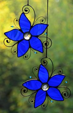 suncatcher pins - Google Search Stained Glass Ornaments, Stained Glass Suncatchers, Stained Glass Flowers, Stained Glass Designs, Stained Glass Panels, Stained Glass Projects, Stained Glass Patterns, Stained Glass Art, Tiffany Glass