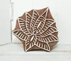 Indischer Holzstempel Lotusblüte handgeschnitzt von RaiKa Country House auf DaWanda.com