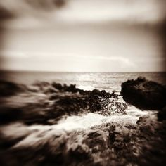 Splash. #hawaii #luckywelivehi #ocean #blackandwhite #instagood #instamood #nature #scenery  (at Sandy Beach Park)