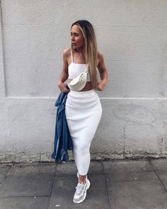 Get the skirt for 8£ at missyempire.com - Wheretoget Long Tight Skirt, Tight Skirt Outfit, Pencil Skirt Outfits, Tight Dresses, Pretty Outfits, Cool Outfits, Fashion Outfits, Outfit Vestidos, Fashion Illustration Vintage