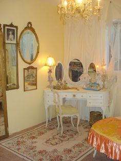 Love the dressing table - but I love the mirror collage on the wall even more.