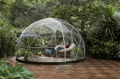 The Gardenigloo is both weather-proof and rust resistant, 100% recyclable, can be used all year round and is set up without tools in two hours. With its two seasonal covers, it provides shade when it'