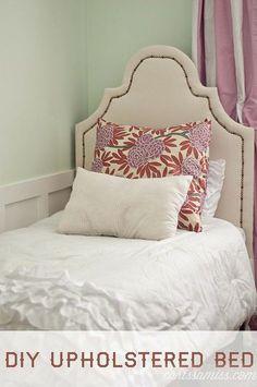 DIY Upholstered Bed Diy Sofa, Diy Bed, Do It Yourself Furniture, Diy Furniture, Painted Furniture, Refurbished Furniture, Furniture Projects, Diy Pallet Bed, Simple Bed