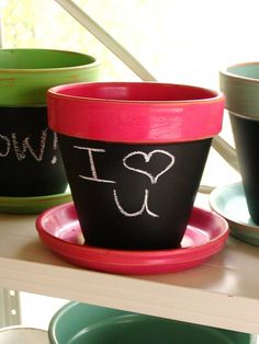 http://mommyfootprint.com/earthy-mothers-day-ideas/ chalkboard paint on flower pots for mommy day or to label plants in the garden? <3 it!