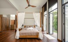 """A Tour Of The Amazing """"Lobster House"""" By Puchong Satirapipatkul Tropical Architecture, Interior Architecture, Interior Design, Lobster House, Thai House, Loft House, Minimalist Decor, New Homes, Comfy"""