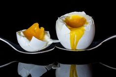 Benefits Of Boiled eggs For Weight Loss and why you Should Consider including Boiled Eggs In your Diet.Boiled eggs are Affordable Substitute For people Who do have Budget Constraints. Boiled Eggs Are rich source Of Proteins. Boiled Egg Diet, Soft Boiled Eggs, Protein Snacks, Egg Preparations, Alkaline Diet Plan, Egg Fast, Low Carbohydrate Diet, Atkins Diet, Cheese