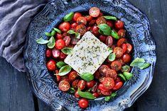 Spagetti med ovnsbakte cherrytomater og fetaost Cobb Salad, Mad, Pasta, Pasta Recipes, Pasta Dishes