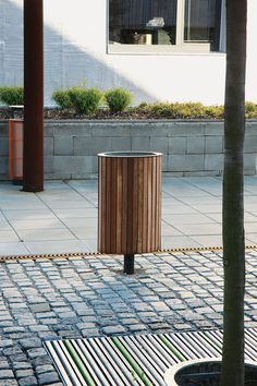 Eclipe litter bin by mmcité. Click image for full profile and visit the slowottawa.ca boards >> http://www.pinterest.com/slowottawa/boards/