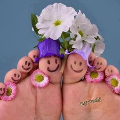 Such a cute idea. Her foot and his foot.  Would be really cute to also make a photo when the babies come along.