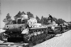 Panzer IV's on flatcars to the Eastern Front, Panzer Ii, Luftwaffe, Rail Transport, Ww2 Pictures, Tank Destroyer, War Dogs, Ww2 Tanks, Battle Tank, Trains