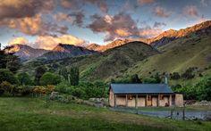 •6 Alojamientos rurales en Nueva Zelanda: Paz & Naturaleza• Para los amantes de la tranquilidad y paz de la naturaleza, en el país de Oceanía vale la pena ir más allá de las hermosas ciudades y playas para disfrutar de su vasto y magnífico entorno natural que te invitan al relax absoluto. Mirá nuestros lugares favoritos en: www.chicasguapas.tv Xx, CG