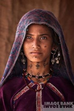India | Teenage Rabari tribal girl. Kutch, Gujarat | ©Mitchell Kanashkevich