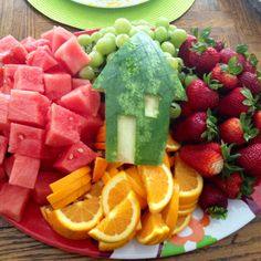 FOOD: Fruit platter for a housewarming party -possibly make into a house shape?