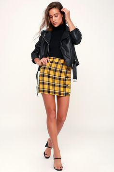 32 Eye-catching Plaid Miniskirt Ideas For This Hot Summer! - Page 14 of 32 - GetbestIdea Yellow Skirt Outfits, Yellow Plaid Skirt, Gingham Skirt, Winter Skirt Outfit, Plaid Mini Skirt, Plaid Skirts, Winter Outfits, A Line Mini Skirt, Mini Skirts