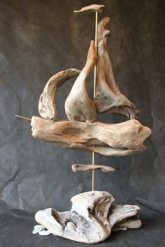 Driftwood art tips: exceptional pieces made up of this amazing stuff My preferred residence Driftwood Beach, Beach Wood, Driftwood Art, Beach Art, Driftwood Furniture, Driftwood Projects, Driftwood Ideas, Driftwood Sculpture, Beach Crafts
