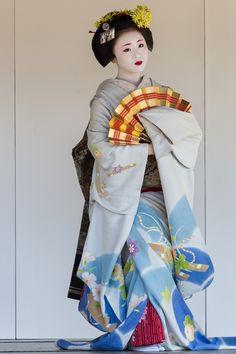Ichimari during Nishijin Kimono and Obi Festival Traditional Japanese Art, Traditional Fashion, Traditional Outfits, Japanese Geisha, Japanese Kimono, Kimono Japan, Japanese Costume, Summer Kimono, Japan Photo