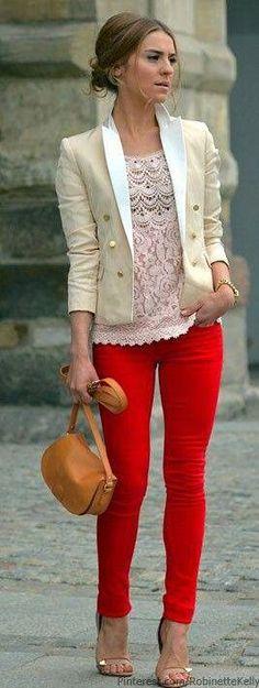 ¿Qué mujer no llama la atención con un poco de rojo en su apariencia?. Indiscutiblemente este color es el eterno amante de las pasarelas e...