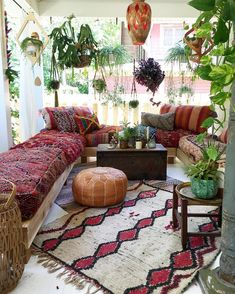 30 Boho Living Room Ideas That Mum Life Beautiful Bohemian Rooms is part of Bohemian living room decor - 30 Boho Living Room Ideas Bohemian decor inpsiration for your living room Beautiful boho rooms to get you inspired for your own bohemian space Boho Living Room Decor, Boho Room, Living Room Designs, Decor Room, Hippie Living Room, Room Decorations, Living Room Vintage, Ethnic Living Room, Earthy Living Room