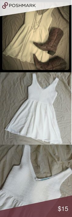 sleeveless fit and flare dress White sleeveless fit and flare dress. Sz small. Made by dina be from Francesca's. Has one very small spot on front. Please do not hesitate to contact for additional pictures. Zippered back. dina be Dresses Mini