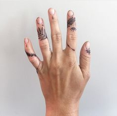 Finger tats, flower finger tattoos, finger piercing, piercing tattoo, s Body Art Tattoos, New Tattoos, Hand Tattoos, Small Tattoos, Cool Tattoos, Tatoos, Tattoos On Fingers, Piercing Tattoo, Piercings