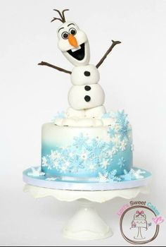 Disney Frozen Olaf cake Considering this for kids Christmas cake design Disney Frozen Cake, Frozen Theme Cake, Olaf Frozen, Disney Cakes, Frozen Birthday Party, Olaf Party, Olaf Birthday, Cake Birthday, Cupcakes