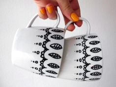 DIY painted mugs with porcelain pens Sharpie Crafts, Sharpie Art, Sharpies, Sharpie Projects, Sharpie Doodles, Sharpie Markers, Home Gifts, Diy Gifts, Diy Becher