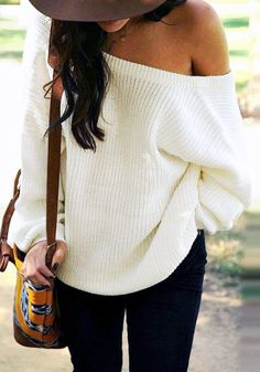 One of the things you'll love about this cream one-shoulder sweater is that you can wear it for all seasons, whether on a cold summer day or chilly winter evening.