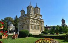 Biserica Mănăstirii Argeşului, giuvaier afierosit Maicii Domnului Notre Dame, Mansions, House Styles, Building, Travel, Home Decor, Greece, Shelf, Viajes