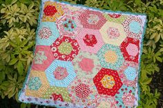 lovely little handmades: easy double hexagon pillow tutorial!