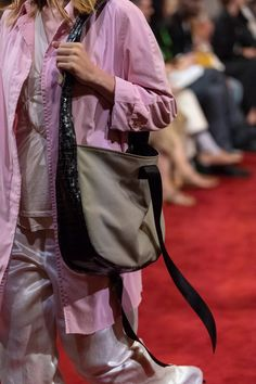 Vaquera at New York Fashion Week Spring 2020 - Details Runway Photos Source by tatijanakokshar Bags 2020 Runway Fashion, Fashion Models, Fashion Show, Womens Fashion, Fashion Spring, Fashion Design, New York Fashion Week 2017, New York Fashion Week Street Style, Celebrity Closets
