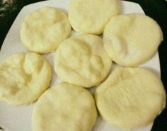Τηγανόπιτες με φέτα! Πεντανόστιμες και έτοιμες σε δέκα λεπτά! ! Υλικα 1 αυγο 1/2 κουπα γαλα 1κεσεδακι γιαουρτι 1φακ μπεικιν 2κ του γλυκου αλατι 3 κουπες αλευρι για ολες της χρησεις!! εκτελεση Χτυπαμε λιγο το αυγο ανακατευουμε ολα τα υλικα μαζι,ανοιγουμε ενα φυλλο οχι