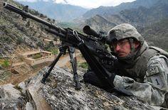 "M14.  Soldiers patrol ""Waygul Valley"".  Afeganistão, 2009."