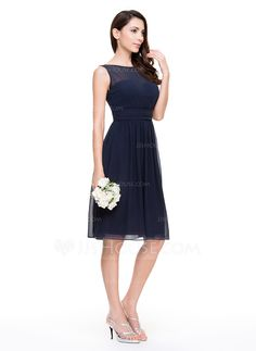 A-Line/Princess Scoop Neck Knee-Length Chiffon Bridesmaid Dress With Ruffle (007067270) - JJsHouse