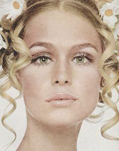 Lauren Hutton for Vogue (1968) #almostvintage