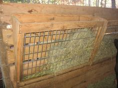 Pictures of your hay racks - Goats Diy Hay Feeder, Goat Hay Feeder, Hay Feeder For Horses, Horse Feeder, Keeping Goats, Raising Goats, Raising Chickens, Goat Shelter, Horse Shelter