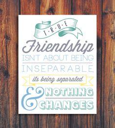 La amistad verdadera no consiste en ser inseparables, sino en que nada cambie cuando estáis separados. True Friendship Quote Illustration by ConteurCo
