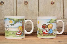 Vintage 70's / 2 mug FPC ENGLAND / Illustration by Joan Walsh Anglund 1969 / Enfants dans un cadre champêtre / Porcelaine de la boutique AuPresDeMontToi sur Etsy