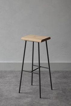 Metal and wood bar stools chairs Ideas Steel Furniture, Industrial Furniture, Diy Furniture, Modern Furniture, Furniture Design, Furniture Chairs, Furniture Assembly, Bar Stool Chairs, Wood Bar Stools