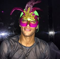 Can you guess who is behind the mask? Neymar Jr, Brazilian Soccer Players, Good Soccer Players, Fc Barcelona, Paris Saint Germain Fc, Image Foot, National Football Teams, Play Soccer, Messi