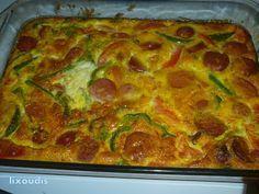 ΟΜΕΛΕΤΑ ΦΟΥΡΝΟΥ ΥΛΙΚΑ - 1/2 κιλο λουκανικα φραγκφουρτης η'χωριατικα - 6 αυγα - 1 κολοκυθακι - 1 ντομάτα - 1 πιπερια πρασ...