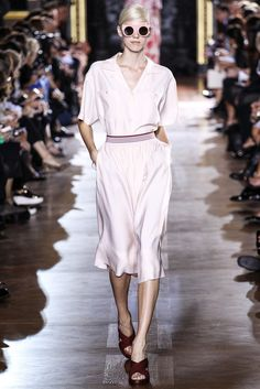 Stella McCartney Asian working woman meets verano 2016