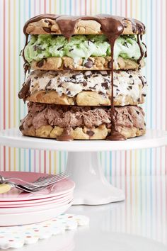 Combine your two favorite desserts—cookies and ice cream—with this easy, supersized chocolate chip cookie cake recipe. Chips Ahoy, Nutella, Muesli, Trifle, Graham Crackers, Cobbler, Oreo, Homemade Ice Cream Sandwiches, Creative Birthday Cakes