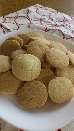 袋1つで簡単10分 さくほろクッキー 普段家にある材料で簡単にクッキーを★  焼きまで10分かかりません。  卵、牛乳、バター不使用です。 材料 (写真位の量です) 薄力粉 100g 砂糖 40g 片栗粉 30g 塩 ひとつまみ サラダ油(キャノーラ使用) 45g