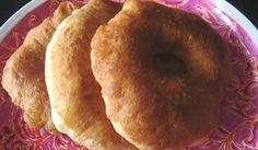 ( sfenj ou ftayer) la recette 500g de farine 1pincee de sel 1 pincee de sucre en poudre ou glace peu importe 1 sachet de levure de boulanger ( ou la moitie d'un cube de levure fraiche) 1 oeuf et de l'eau tiede mettre dans un saladier, la farine le sel...