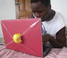 DIY Apple Laptop. Me pareció divertido y muy ingenioso. LOL http://www.thefancy.com
