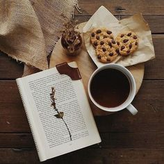 Cookies and reading book aesthetic, book photography, portrait photography, Food Photography Tips, Flat Lay Photography, Coffee Photography, Portrait Photography, Brown Aesthetic, Aesthetic Food, Book Instagram, Coffee And Books, Inspiration