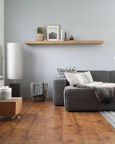 Okergeel eruit, fris wit en grijs erin. Vond het okergele zo winters en niet echt passend bij onze vloer. Dus weer back to basic